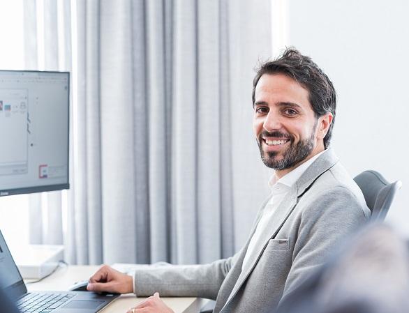Software engineer Knab
